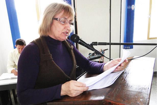 Vereadora Delari (PT) solicita conserto de luminárias e limpeza em canal de águas pluviais