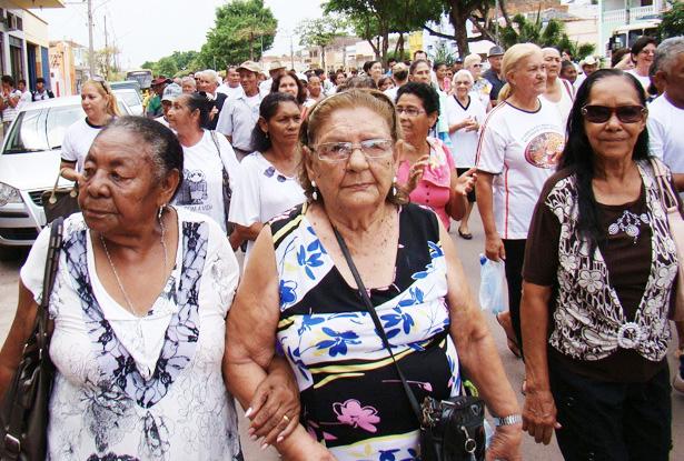 caminhada-marca-dia-internacional-do-idoso-em-ladario