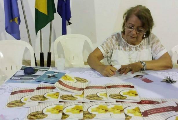 O livro de 64 páginas, ilustrado a cores, traz receitas da culinária típica de Mato Grosso do Sul mescladas com crônicas e poesias