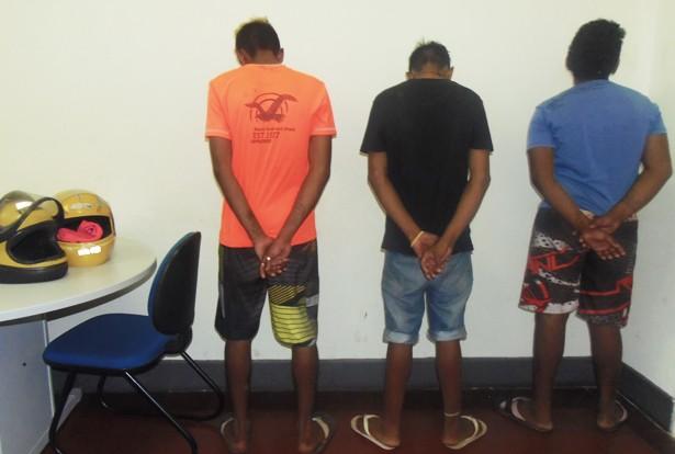 Adolescentes apreendidos pelo 6º BPM (Foto: Divulgação)