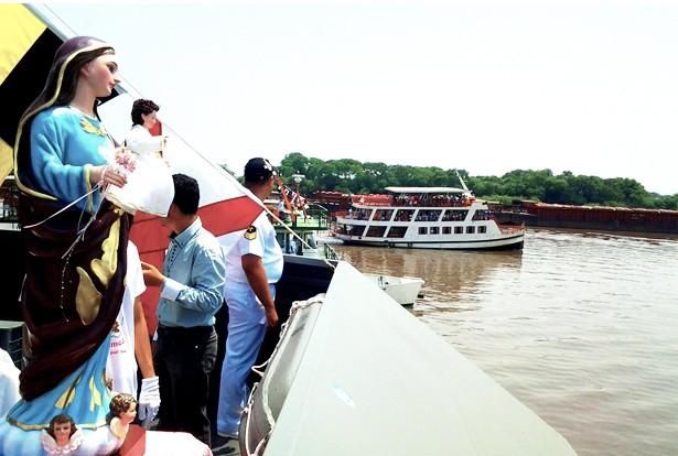 Imagem Peregrina da Padroeira sobre as águas do Rio Paraguai