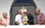 No Asilo São José, fiéis se emocionam com a imagem da Santa