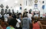 As primeiras homenagens à santa aconteceram logo à meia-noite com o repicar dos sinos da igreja seguida por orações de fiéis no Santuário