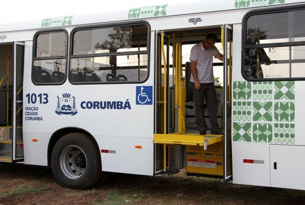Novos veículos equipados para atender portadores de deficiência (Foto: Marcos Boaventura)