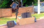 Militares retiraram fogões, geladeiras e até mesmo aparelhos de TV das casas na região Central