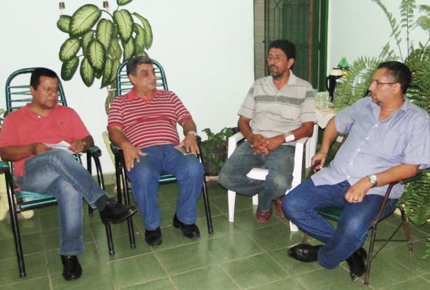 Deputado Amarildo, prefeito José Antonio, secretário Roberto Guimarães e o presidente do PT, Herman Batista (Foto: Domingos/Pérola News)
