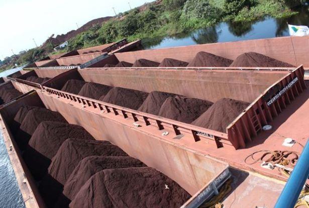 Minério embarcado no Porto Gregório Curvo, no Rio Paraguai, no Mato Grosso do Sul