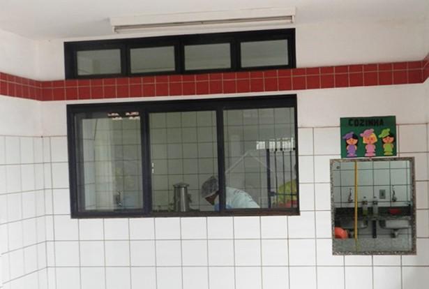 Ladrões entraram pela janela da cozinha e levaram os eletrodomésticos