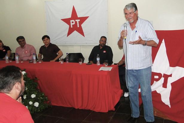 Zeca do PT respaldou o nome de Roberto como pré-candidato a prefeito (Foto: Aglaisse/Pérola News)