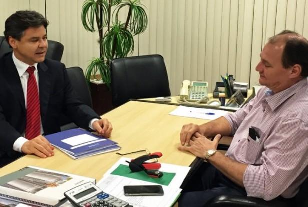 Drenagem e pavimentação da principal rua do conjunto foi um dos temas tratado no encontro com secretário estadual (Divulgação)