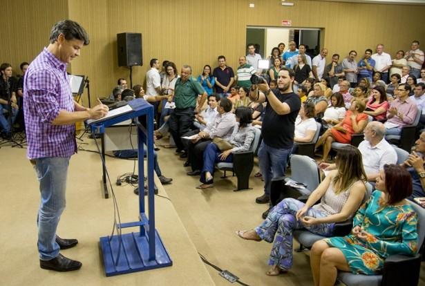 Prefeito autorizou obras importantes para a população durante ato no Sindicato Rural (Foto: Renê Marcio Carneiro)