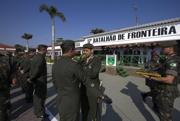 51344-durante-a-cerimonia-homenagens-a-militares-que-se-destacarem-nos-servicos-em-prol-do-exercito-brasileiro-foto-clovis-neto