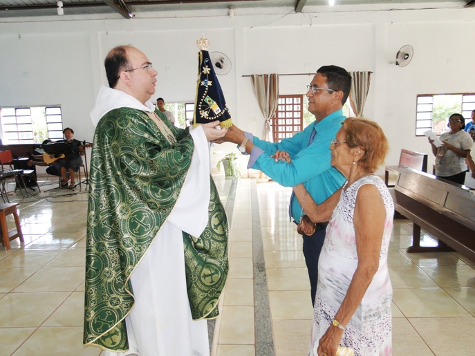 Vereador Gugu doa imagem de Nossa Senhora Aparecida para comunidade de Santo Expedito